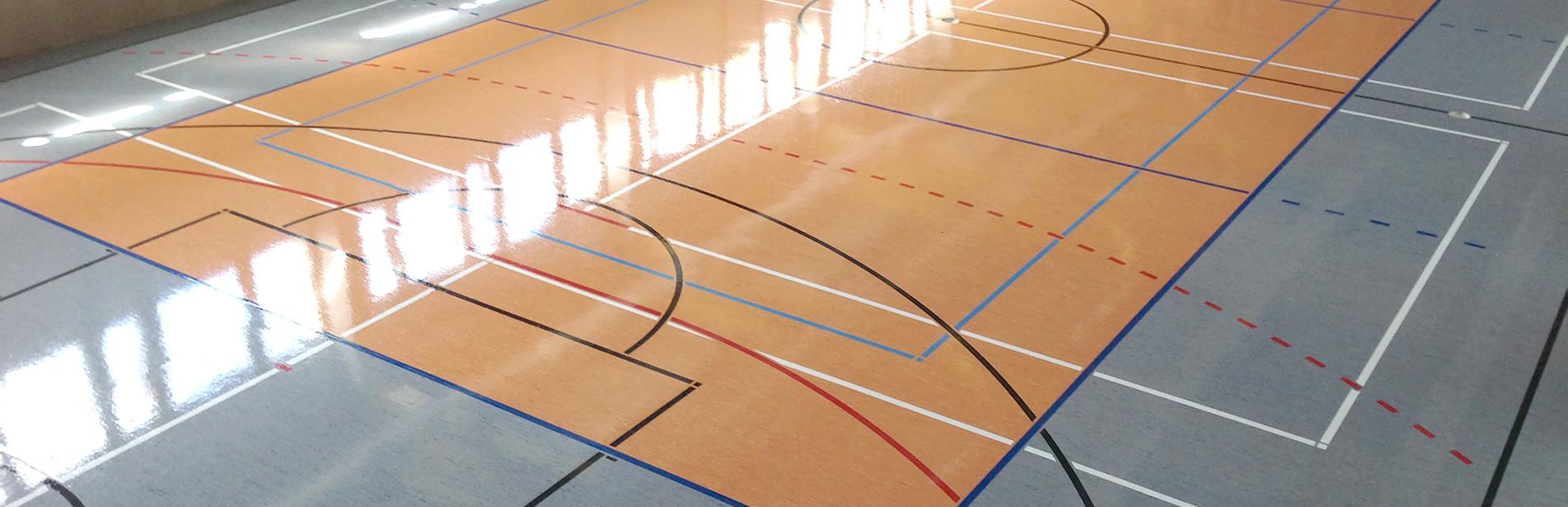 Sporthallenboden mit linien